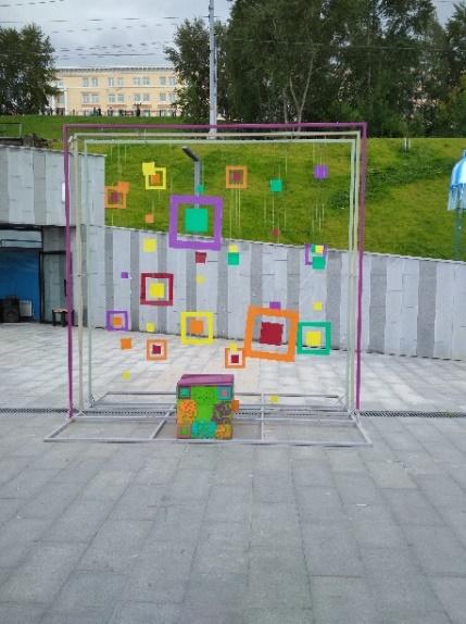 Рис. 2.2 - Арт-объект на набережной (снято: 09.08.2019 г.)